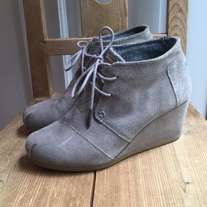 Toms taupe lace up booties
